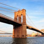 Die Brooklyn Bridge verbindet die Boroughs Manhattan und Brooklyn