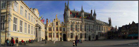 Rathaus und Heilig-Blut Kirche