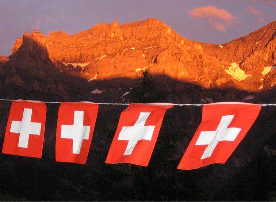 1. August mit Alpenglühen
