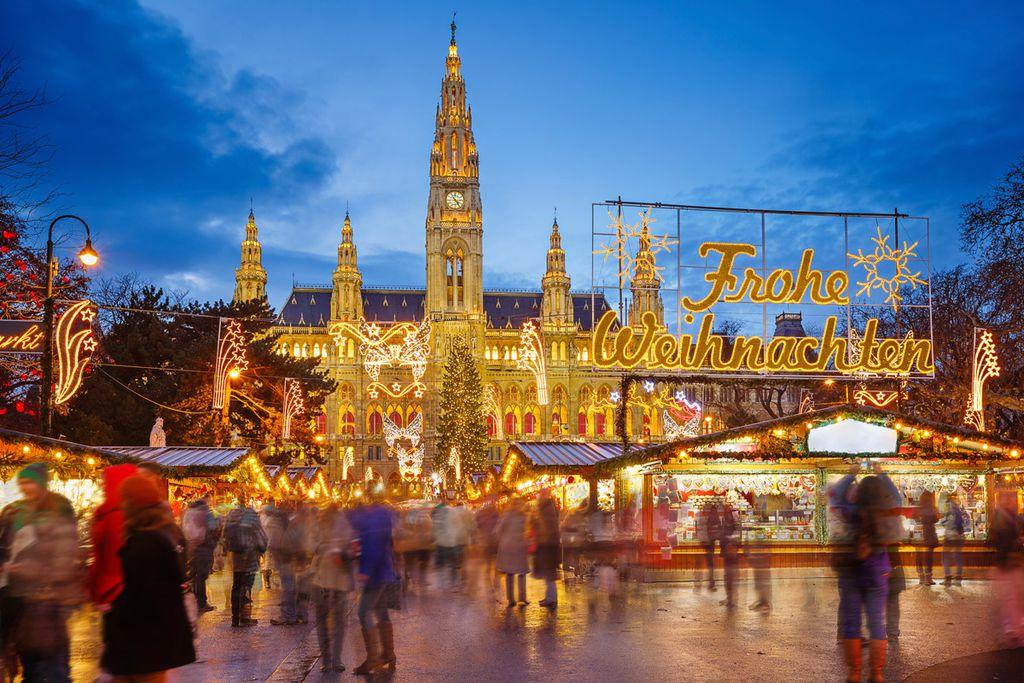Der Wiener Christkindlmarkt bietet eine imposante Kulisse