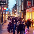 Große Einkaufsstraße in Amsterdam