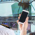 Lustige Airline-News 2018: Handy aufladen im Cockpit?