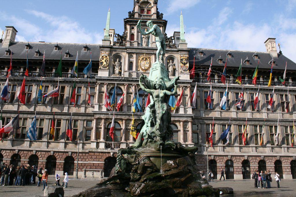 Brunnen auf der Grand-Place in Brüssel