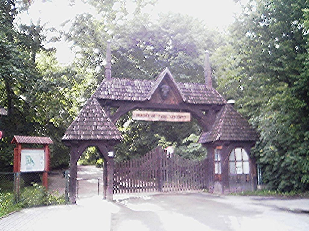Zufahrt (Zugang) zum Palace-Park und zum Museum