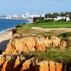 """Der Golfplatz  """"San Lorenzo"""" an der portugiesischen Algarve-Küste liegt direkt am Meer."""