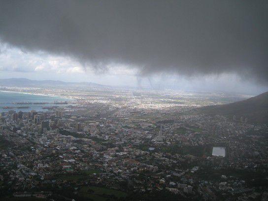 Gewitterwolken über Kapstadt