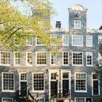 Die typischen schmalen Häuser Amsterdams