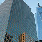 Das One World Trade Center und weitere Wolkenkratzer aus Glas