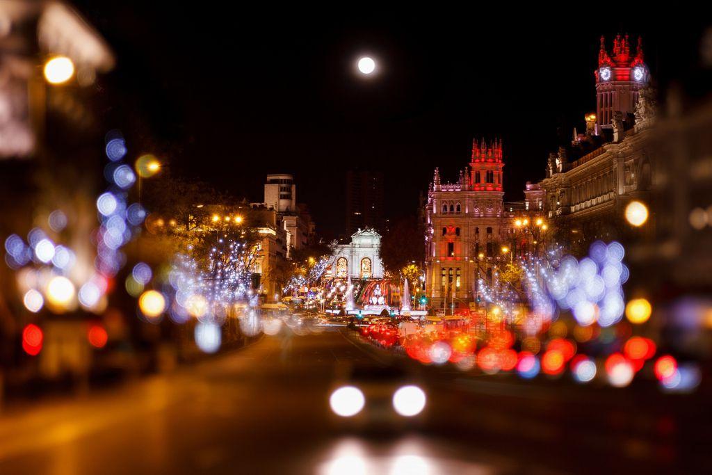 In Madrid kommt Marzipan in den Einkaufskorb