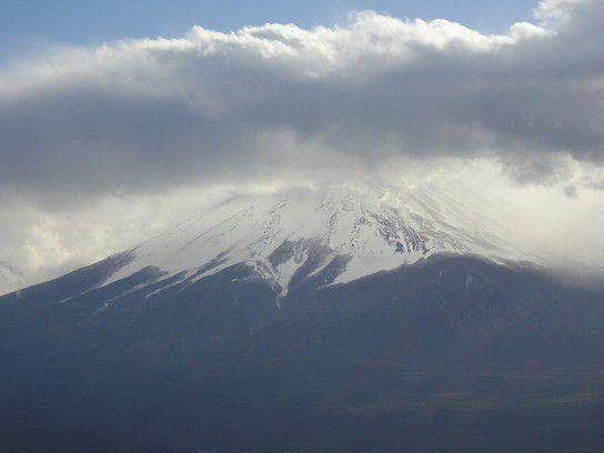 Fujisan verhüllt sich in Wolken