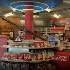 Shop-Bereich der Retro-Tankstelle