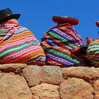 Peruanische Quechuafrauen in traditioneller Kleidung