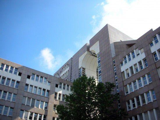 Düsseldorf Gerichtsgebäude Innenhof.jpg