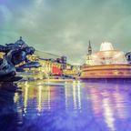 Brunnen am Trafalgar Square mit nächtlicher Beleuchtung