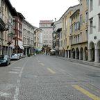 Typische Straße in Udine (Friaul).jpg