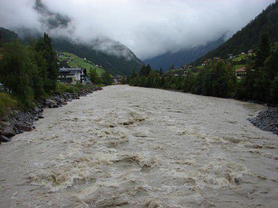Die Ötztaler Ache führt viel Wasser