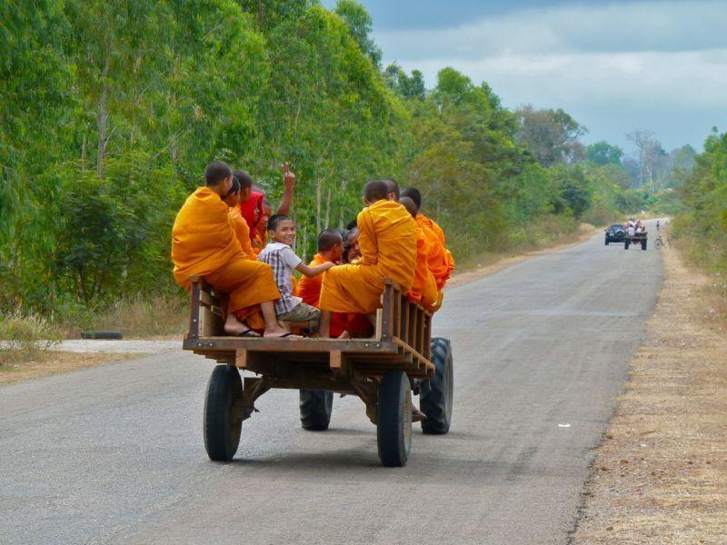 Mönche unterwegs in Kambodscha