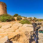 Der 1663 erbaute Wachturm Torre de Cala Pi