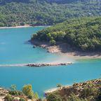 Blauer See mit Inselchen