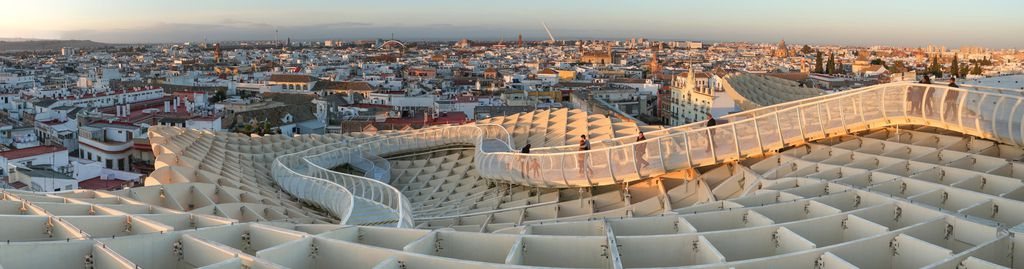 Der architektonisch interessante Metropol Parasol in Sevilla