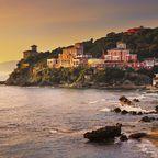 Abendstimmung an Toskanas Küste: Die untergehende Sonne taucht die Szenerie in malerisches Licht