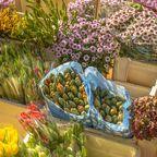 Blumen auf dem Portobello Market in Notting Hill