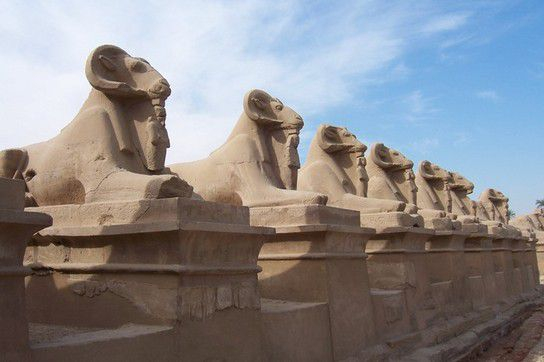 Widderallee im Karnaktempel