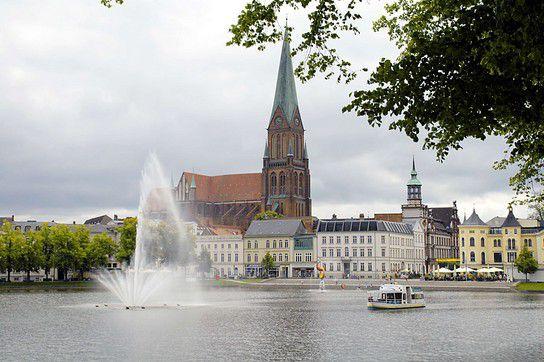 Schwerin - Pfaffenteich und Dom