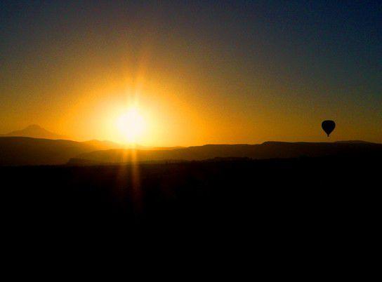 Mit dem Heißluftballon in den Sonnenaufgang