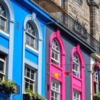 Bunte Gebäude an der Victoria Street in Edinburgh