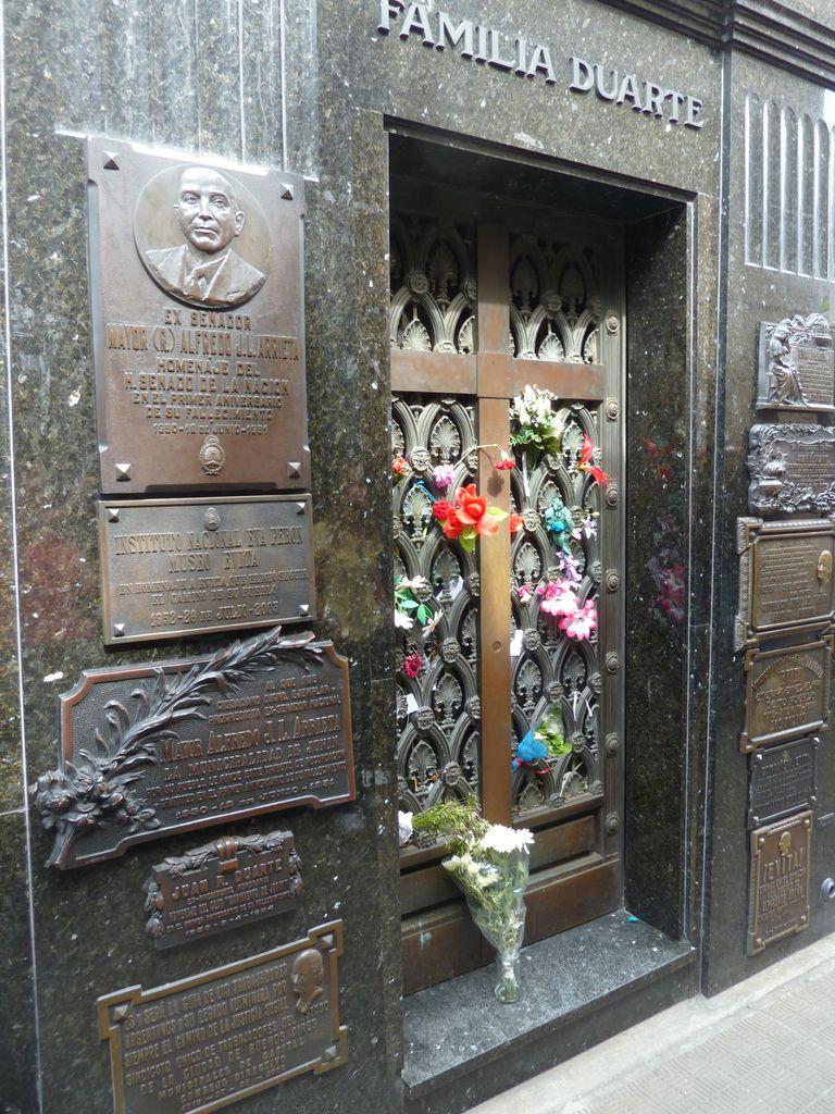 Berühmtes Grab der Eva Peron auf dem Friedhof im Stadtteil La Recoleta in Buenos Aires