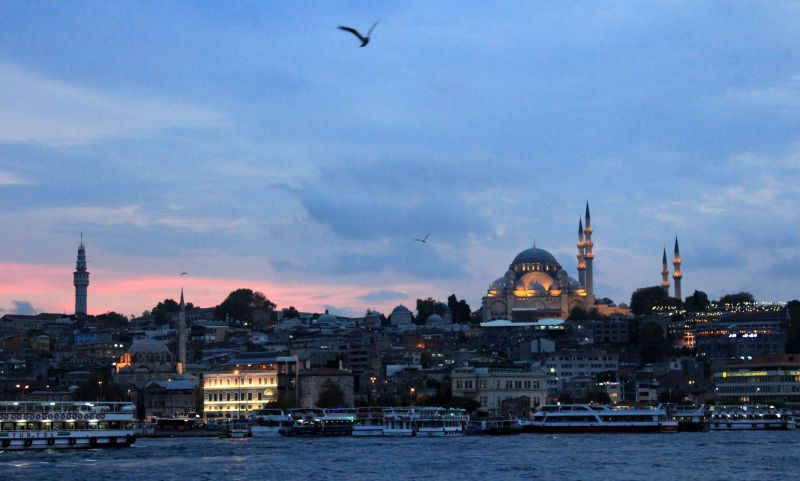 Blick auf das nächtliche Istanbul