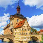 Burgenstraße: Mit dem Oldtimer auf historischen Pfaden