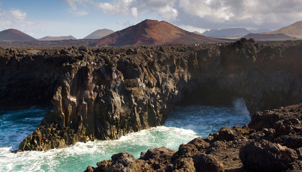 """Lanzarote wird wegen ihrer Vulkanlandschaft auch als """"schwarze Perle"""" bezeichnet"""
