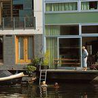 Wohnhäuser direkt am Kanal