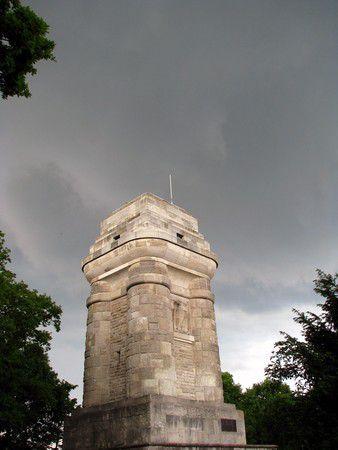 Stuttgart Bismarckturm kurz vorm Hagel