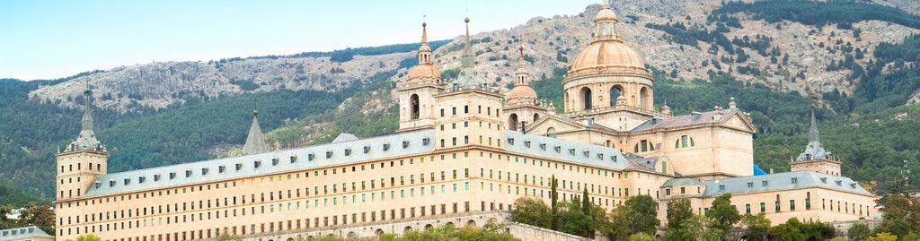 El Escorial liegt einige Kilometer außerhalb Madrids