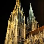 Der Dom zu Regensburg bei Nacht