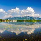 Der bayerische Luxus-Campingplatz Hopfensee liegt direkt am Wasser